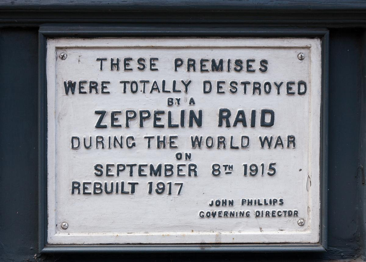 Plaque commemorating a Zeppelin raid on Farringdon in 1915